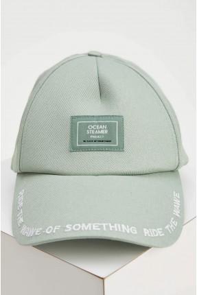 قبعة رجالية مزينة بكتابة