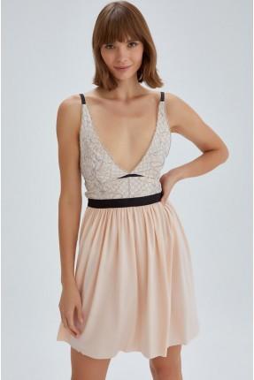 فستان لانجري مزين بتفاصيل دانتيل
