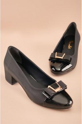 حذاء نسائي مزين من الامام