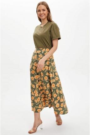 تنورة طويلة مزينة بنقشة زهور