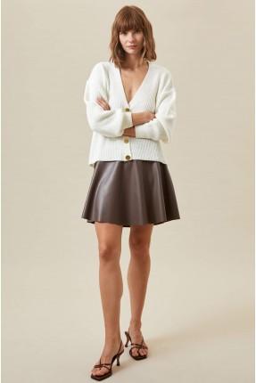 تنورة قصيرة جلد