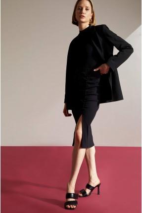 تنورة متوسطة الطول مزينة بشق على الساق - اسود