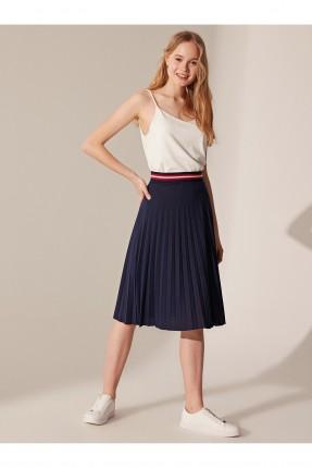 تنورة قصيرة بموديل كسرات - كحلي