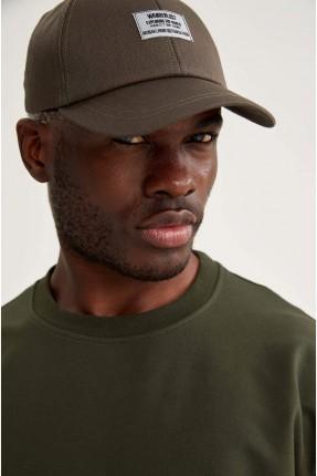 قبعة رجالية مزينة بطبعة