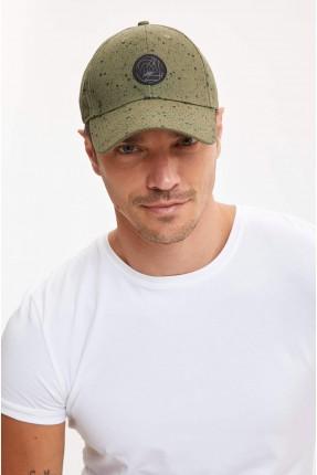 قبعة رجالية مزينة بنقشة