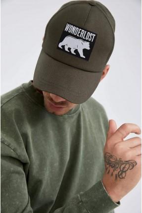 قبعة رجالية مزينة بطبعة رسمة