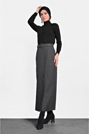 تنورة طويلة مزينة بازرار