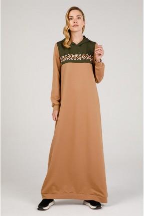 فستان طويل مزين بكابيشون