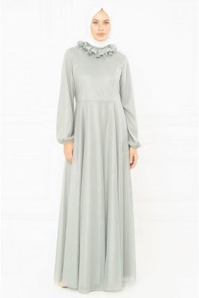 فستان رسمي بكشكشة على الياقة