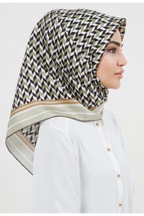 حجاب نسائي بحواف مغايرة اللون