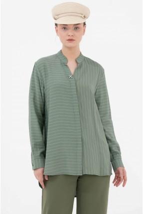 قميص نسائي بخطوط رفيعة