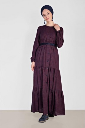 فستان طويل مزين بنمط ازرار