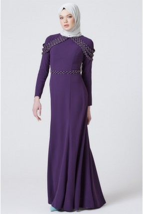 فستان رسمي مزين بالالماس