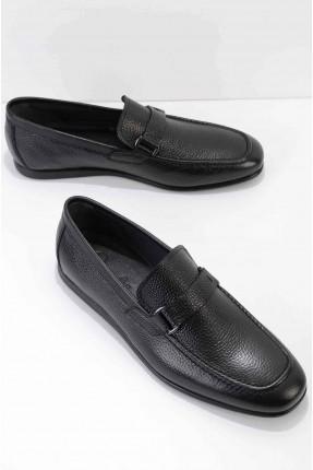 حذاء رجالي مزين بحلقة معدنية - اسود
