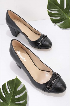 حذاء نسائي مزين بقطعة معدنية - اسود