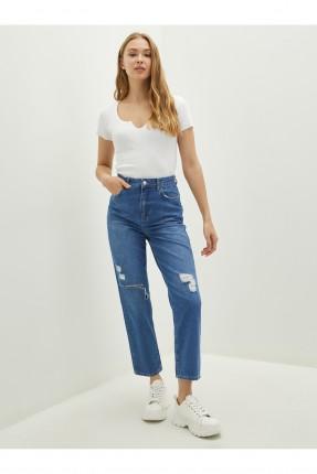 بنطال جينز نسائي بتفاصيل شقوق