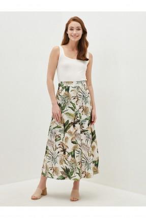 تنورة طويلة مزينة برسمة ورق شجر