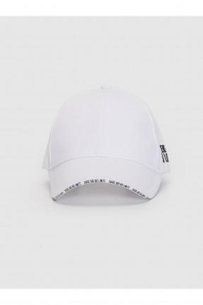قبعة نسائية بنقشة كتابة - ابيض