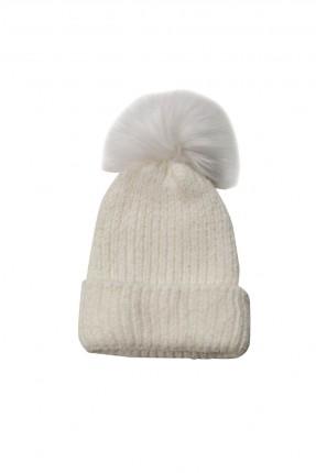 قبعة نسائية مزينة بفرو