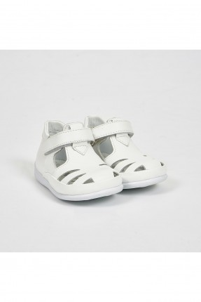 حذاء بيبي بناتي بفتحات - ابيض