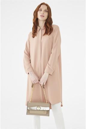 حقيبة يد نسائية جلد مزينة بشعار الماركة - بيج