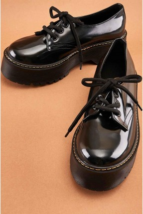 حذاء نسائي ذو لمعة - اسود