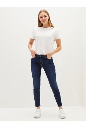 بنطال جينز نسائي بقالب ضيق