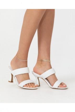 حذاء نسائي مزين بنقشة - ابيض