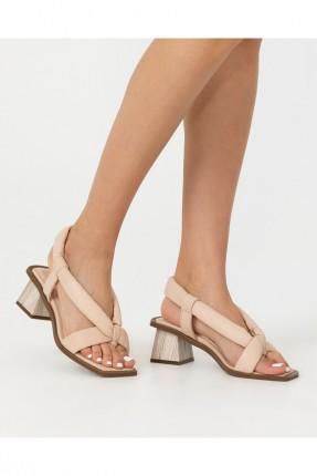 حذاء نسائي مزين بكعب مربع - بيج