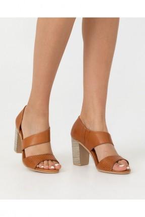 حذاء نسائي منقط