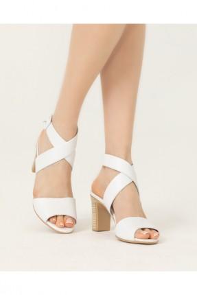 حذاء نسائي مزين باشارة X - ابيض