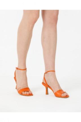حذاء نسائي مزين ببزيم - برتقالي