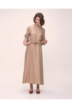 فستان باكمام طويلة وبياقة دائرية