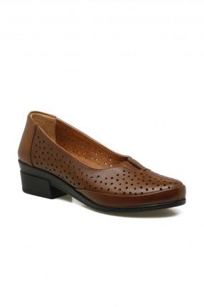 حذاء نسائي بثقوب - بني