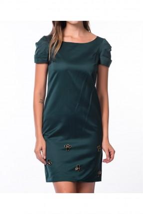 فستان نسائي مزين بتفاصيل