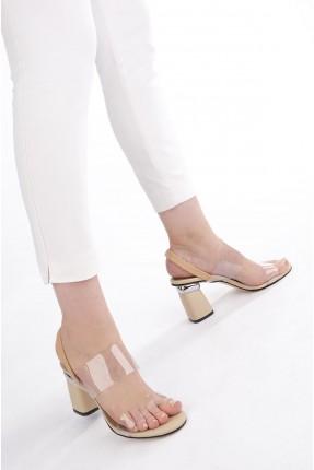 حذاء نسائي بتفاصيل معدنية - بيج