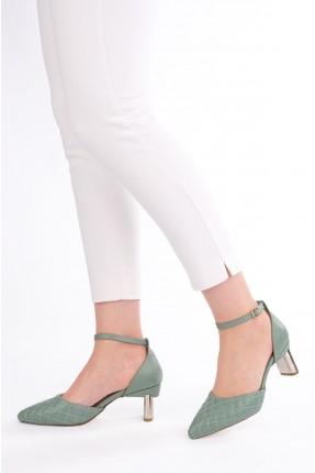 حذاء نسائي بتفاصيل حبكة تطريز