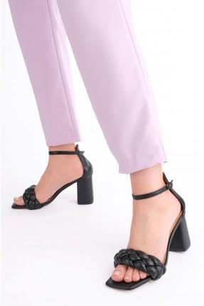 حذاء نسائي بتفاصيل جدلة - اسود