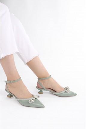 حذاء نسائي مزين بستراس لامع - اخضر