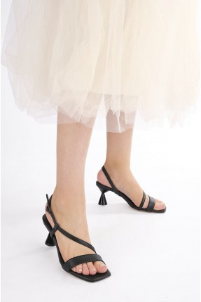 حذاء نسائي سادة اللون - اسود