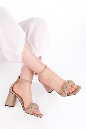 حذاء نسائي بتفاصيل جدلة