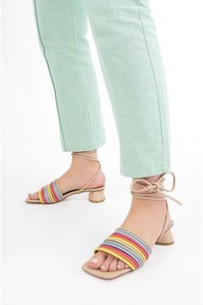 حذاء نسائي بتفاصيل ملونة - بيج