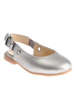 حذاء بيبي بناتي مزين بقطع معدنية