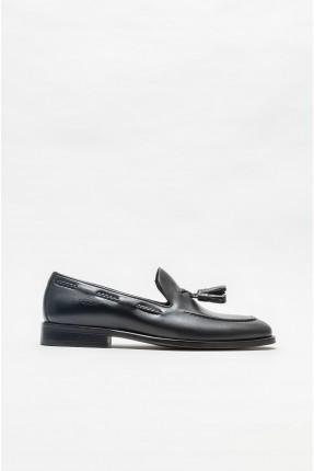 حذاء رجالي بتفاصيل مضفرة