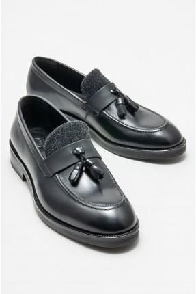 حذاء رجالي مزين بشراشيب
