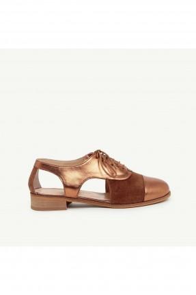 حذاء نسائي بفتحات جانبية