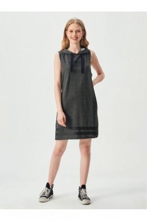 فستان بكابيشون مزين بكتابة