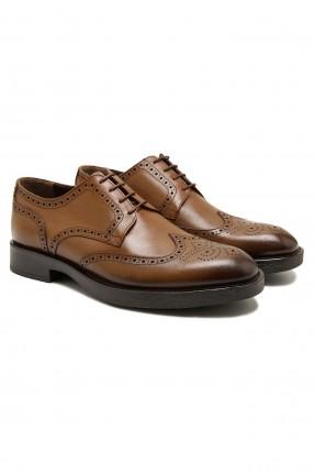 حذاء رجالي مزين بثقوب