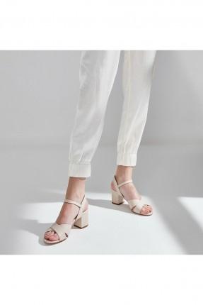 حذاء نسائي مزين باشارة X من الامام - بيج