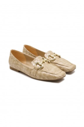 حذاء نسائي مزين بسلسلة معدنية - بيج